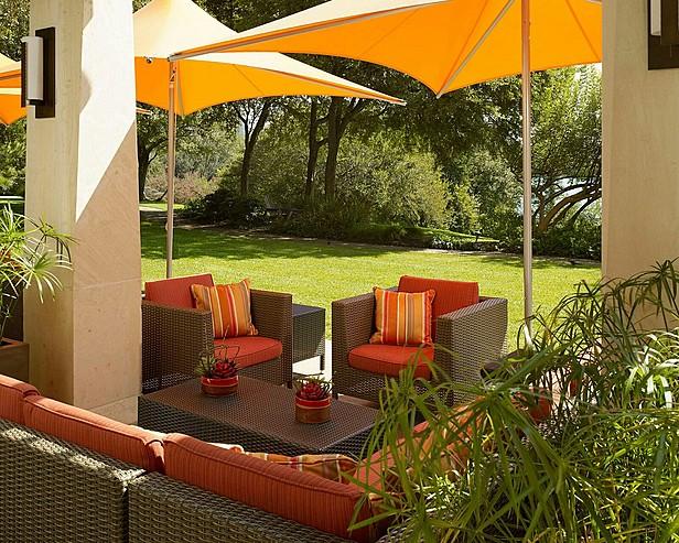 Four Seasons Hotel Austin > Trio's outdoor terrace