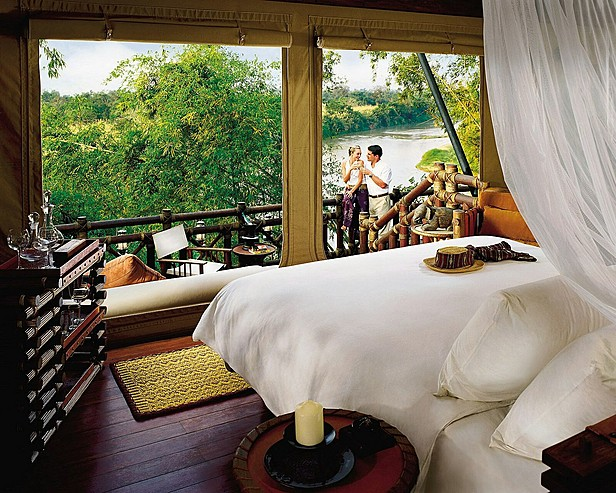 Four Seasons Tented Camp Golden Triangle, Thailand > Tent with river view - guests o­n deck