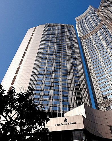 酒店是名店林立的国际金融中心内的一部份