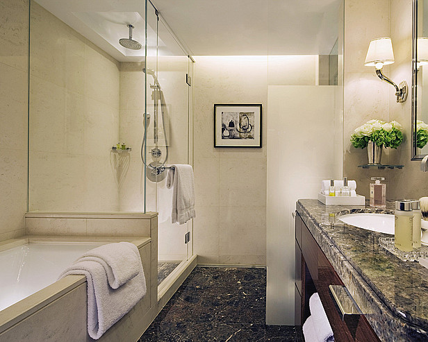 Four Seasons Hotel London at Park Lane > Bathroom