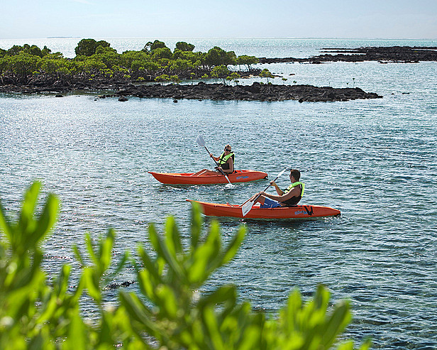 Resort Four Seasons Mauritius at Anahita > Kayaking