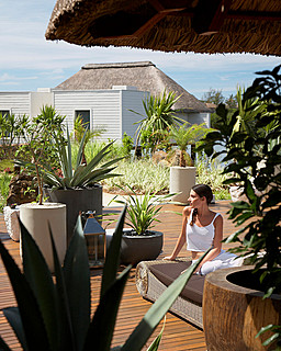 Resort Four Seasons Mauritius at Anahita > Spa terrace > Perché au-dessus de l'océan Indien, le Spa at Four Seasons Resort Mauritius se cache dans la mangrove.