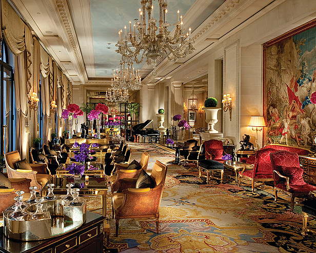 Hôtel Four Seasons George V Paris > Close-up of tea service, La Galerie, view of Courtyard.