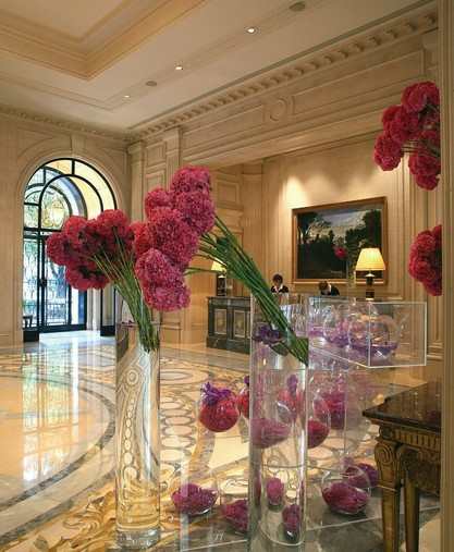 Four Seasons Hotel George V Paris > Lobby > Willkommen im Four Seasons Hotel George V Paris.
