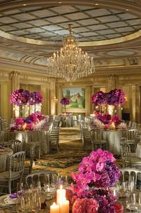 Hôtel Four Seasons George V Paris > Salon Vendome > Un magnifique palais orné d'objets d'art situé à quelques mètres des Champs-Elysées.
